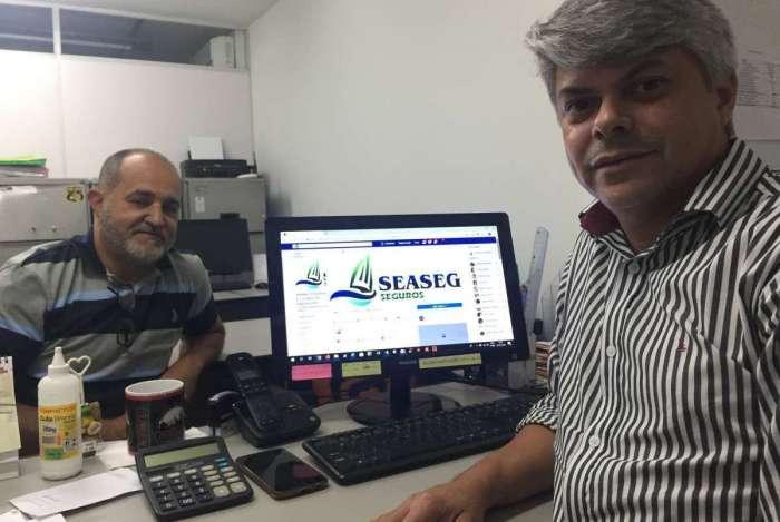 Corretores atuam em parceria com assessoria na Avenida Rio Branco, no Centro do Rio