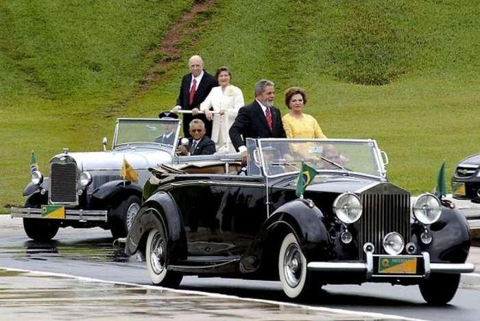 Rolls-Royce da Presidência da República, modelo Silver Wraith (Espectro de Prata), ano 1952, desfila pelas ruas de Brasília, com o ex-presidente Luiz Inácio Lula da Silva e a primeira-dama Marisa Letícia em 2007