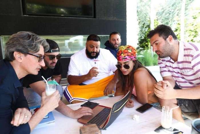 Anitta conversa com produtores de DJs americanos para nova parceria musical