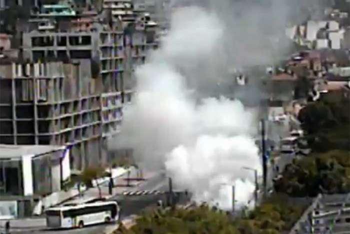 Ônibus pega fogo na Zona Portuária