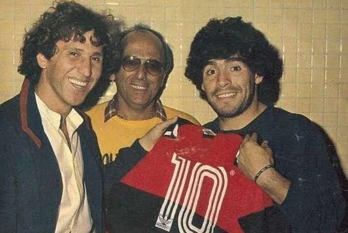Foto histórica de Zico com Maradona bomba nas redes sociais