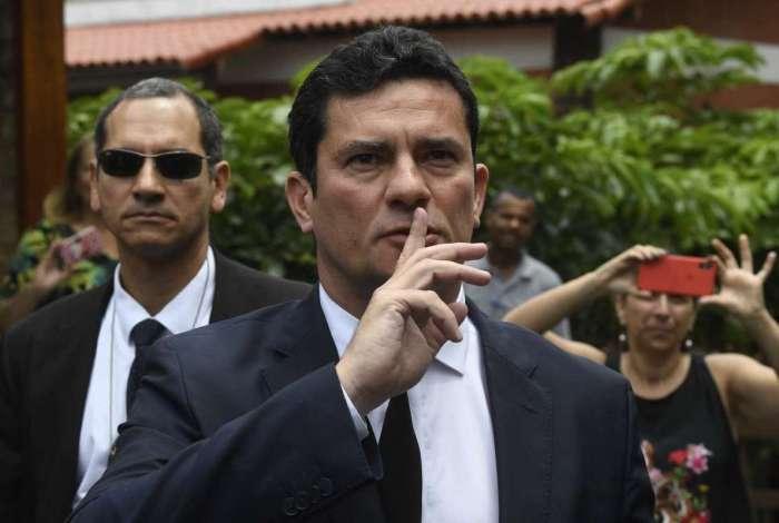 Vindo de Curitiba, Moro chega à casa de Bolsonaro, na Barra da Tijuca, onde, em uma hora, acertou sua entrada no próximo governo