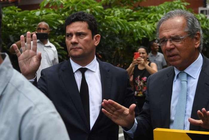 Sergio Moro e Paulo Guedes deixam casa de Jair Bolsonaro