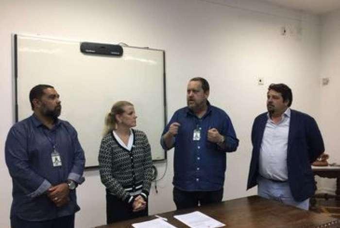 Representantes do Comitê Internacional da Cruz Vermelha assinam acordo com a Secretaria de Estado de Educação para a para realização de projeto-piloto no Rio