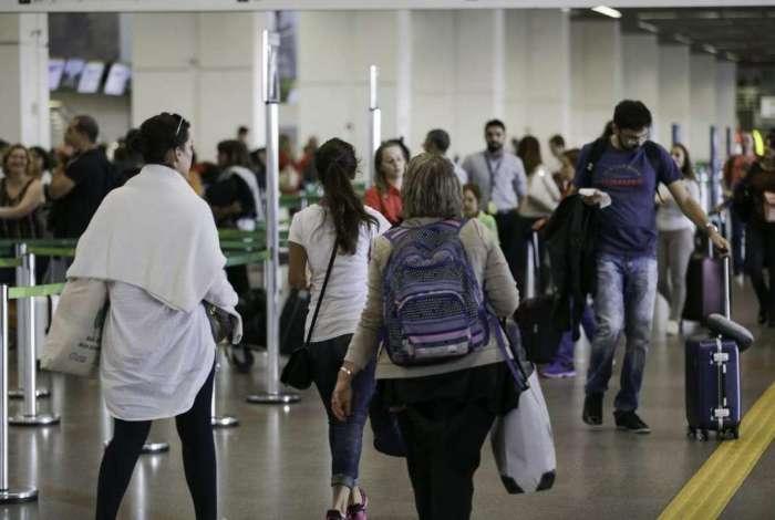 Movimento de passageiros no Aeroporto Internacional Juscelino Kubitschek