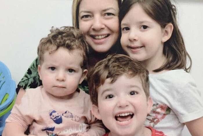 Beatriz Leite e os filhos Alice, Tomas e Dante: