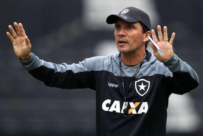 No comando do Fogão,  Zé Ricardo se vê no momento mais difícil da carreira