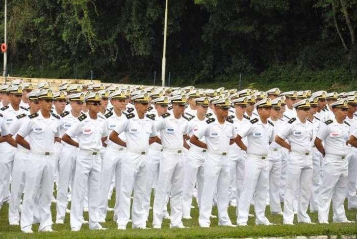 Defesa investiga militares com salários acima de R$ 20 por recebimento indevido do auxílio emergencial