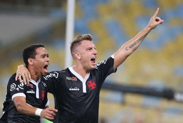 Maxi López marcou de pênalti para o Vasco