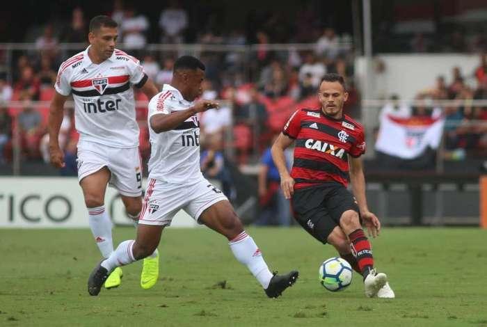 São Paulo e Flamengo ficaram no 2 a 2 no Morumbi