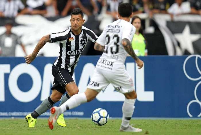 Leo Valencia foi titular mais uma vez e agradou ao técnico  Zé Ricardo