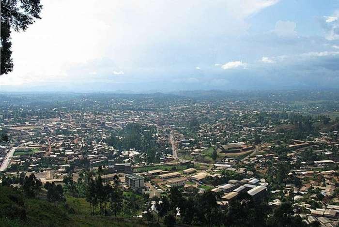 Bamenda, capital da região noroeste de Camarões, onde 80 pessoas foram sequestradas em uma escola