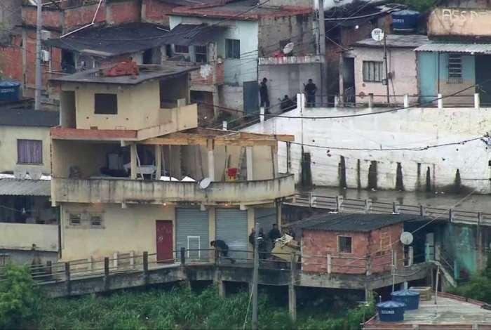 Batalhão de Choque (BPChq) realiza operação no Complexo da Penha