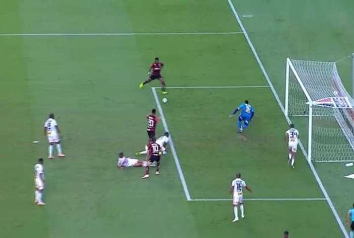 Vitinho perdeu grande chance no fim do jogo contra o São Paulo