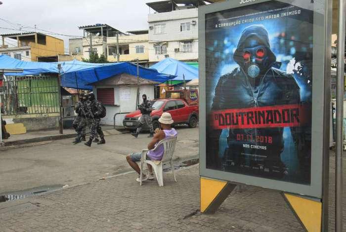 Policiais em operação no Complexo da Maré, em novembro do ano passado