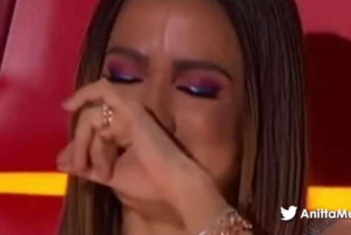 Anitta chora ao relembrar morte da avó