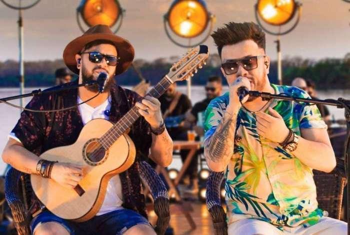 Dupla Diego e Victor Hugo durante a gravação do clipe do hit 'Infarto'