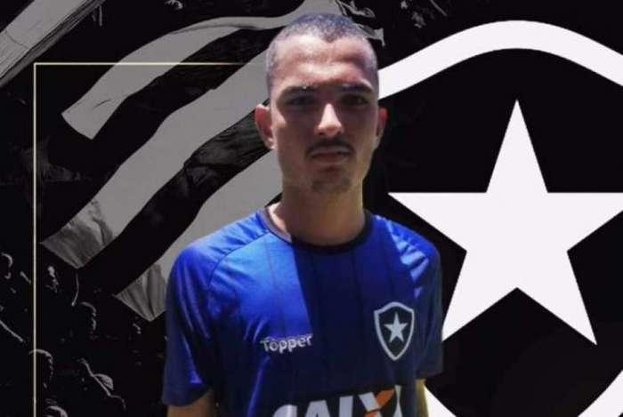 Atacante Alessandro Scheppa assinou com o Botafogo