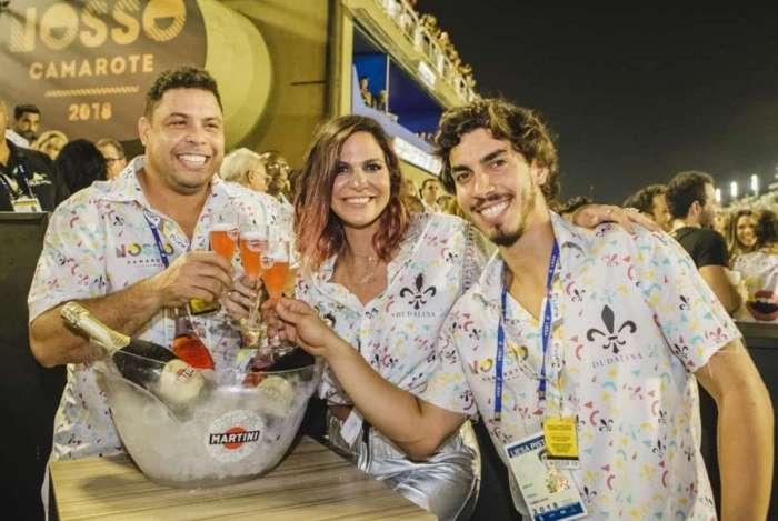 Nosso Camarote, de Carol Sampaio, Gabriel David e Ronaldo Nazário