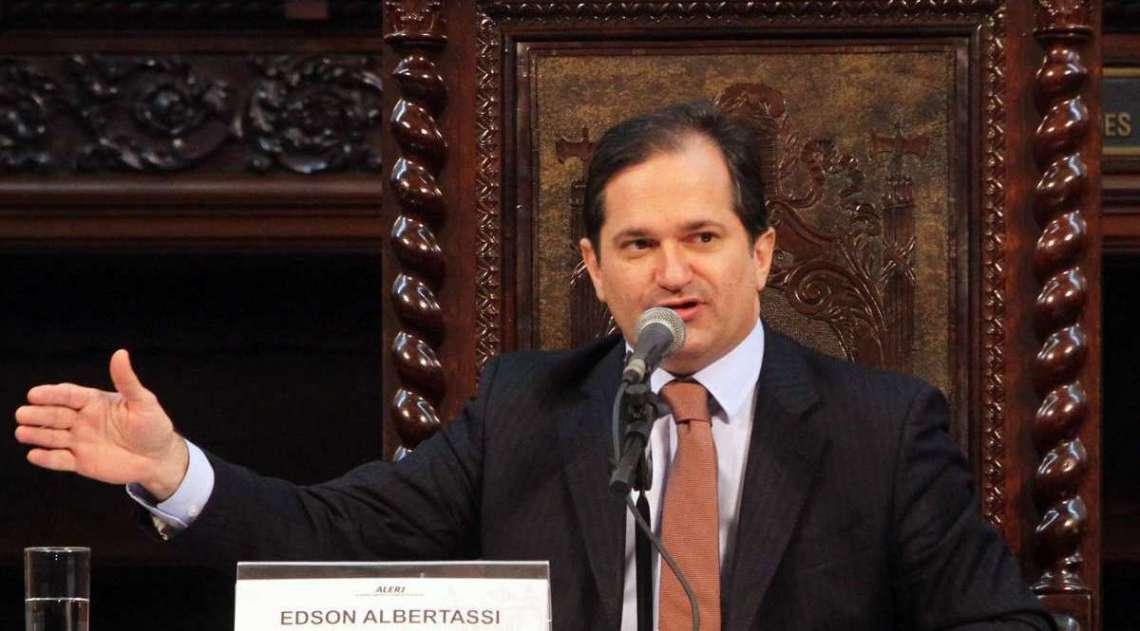 Deputado Edson Albertassi (MDB) era líder do governo na Alerj antes de ser preso na Operação Cadeia Velha. Recebia R$ 80 mil por mês + R$ 1 milhão, segundo denúncia do MPF