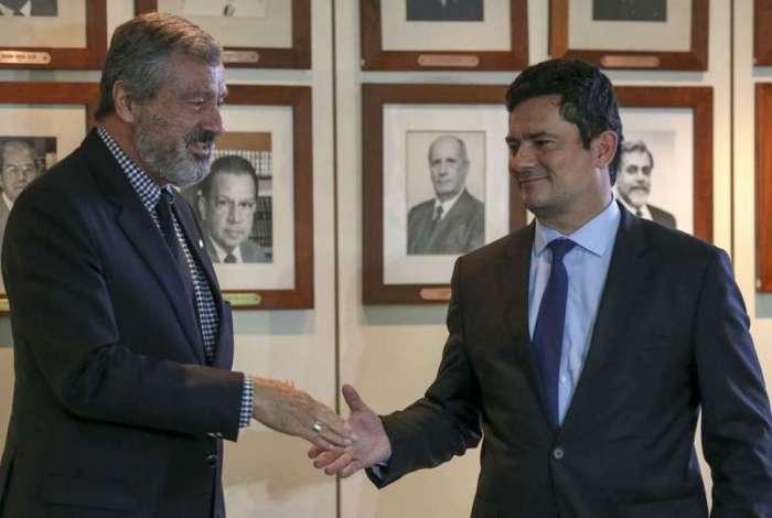 O atual ministro da Justiça, Torquato Jardim, e o futuro ministro da pasta, juiz federal Sergio Moro, durante coletiva de imprensa após reunião
