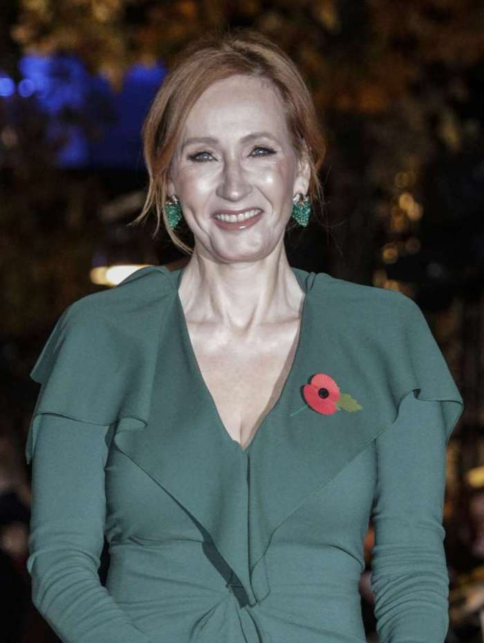 Autora britânica J. K. Rowling em estréia do filme Animais Fantásticos: Os crimes de Grindelwald em Paris  )