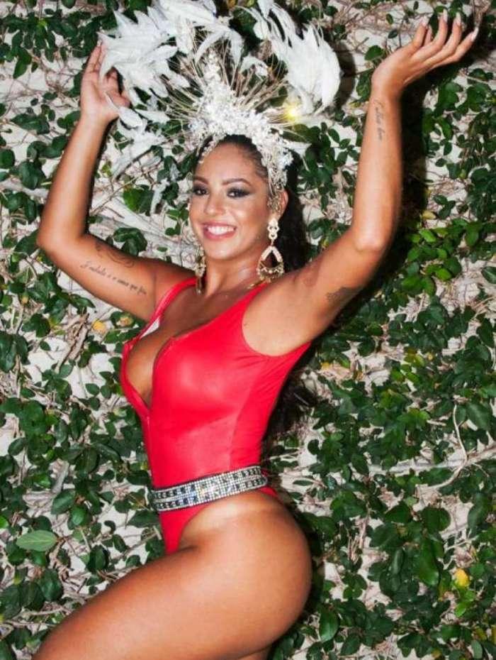 Karina Costa será rainha da bateria da Unidos da Tijuca no carnaval 2019