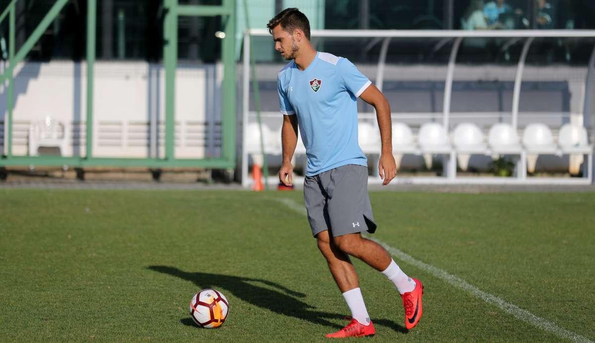 Paulo Ricardo em treino do time tricolor  terceiro jogo entre os titulares  LUCAS MERÇON   FLUMINENSE 7f242df92de57