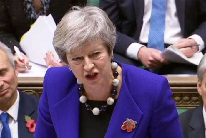 Primeira-ministra britânica, Theresa May está mostrando poucos sinais de sucesso para conseguir apoio ao acordo