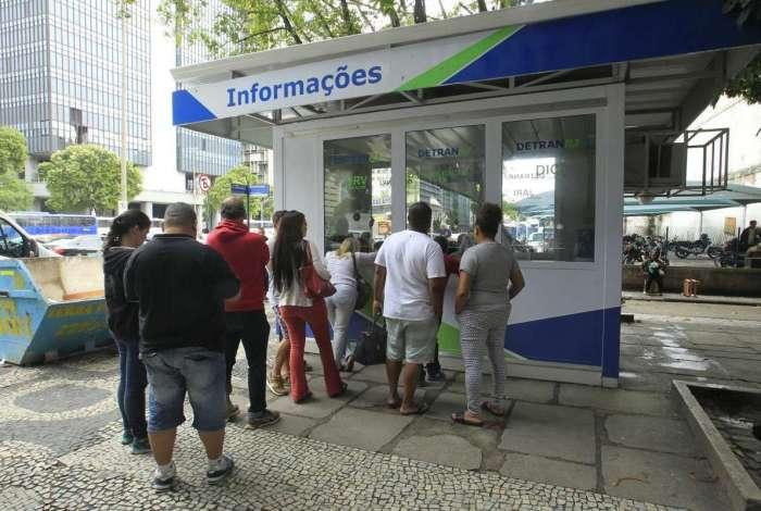 Detran-RJ pode cobrar taxa para licenciamento de veículos