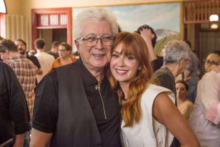 Aguinaldo Silva e Marina Ruy Barbosa no lançamento de O Sétimo Guardião