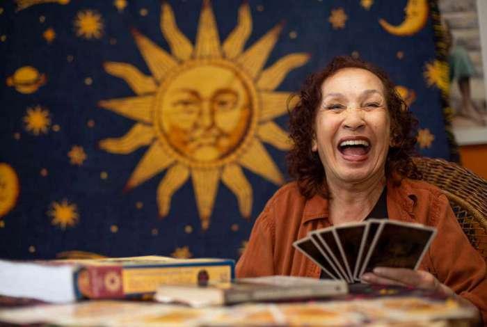 Creusa Gramacho Carosella, conhecida por Zora Yonara, chega aos 60 anos de carreira