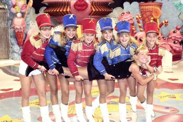 Xuxa e paquitas no programa 'Xou da Xuxa' nos anos 90