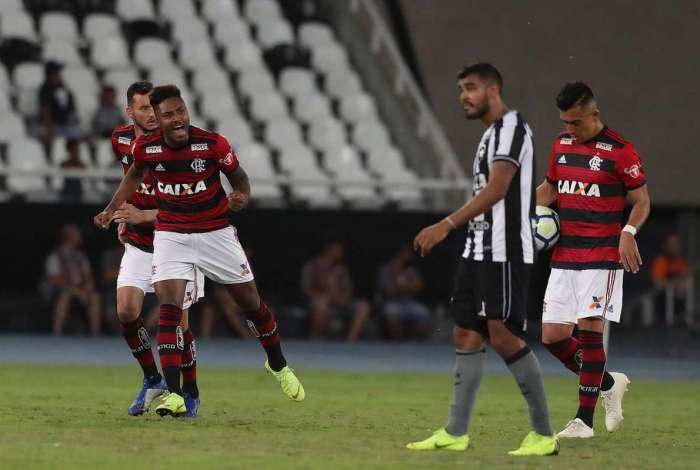 Botafogo derrotou o Flamengo por 2 a 1