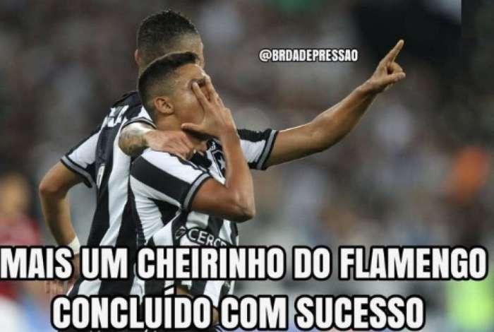 Torcedores rivais ironizam derrota do Flamengo para o Botafogo