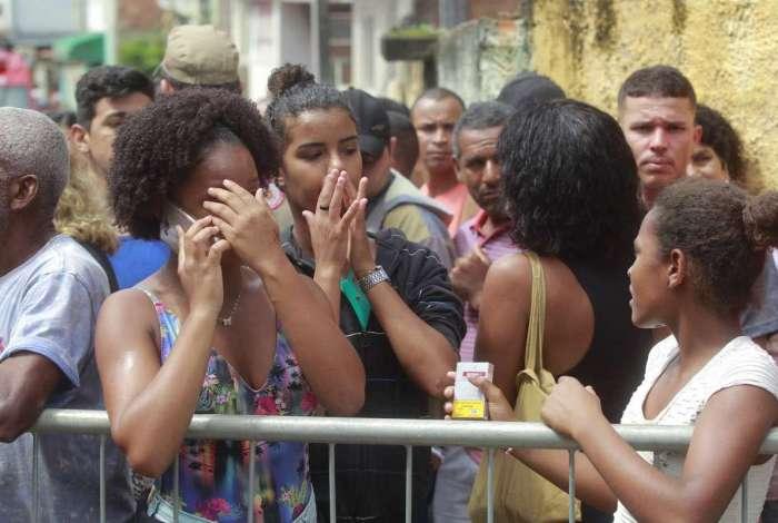 Sobreviventes lamentam tragédia em Niterói