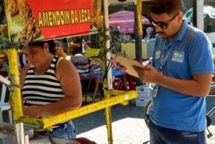 Prefeitura oferece oficinas para o trabalho na Universidade Santa Úrsula para ambulantes informais