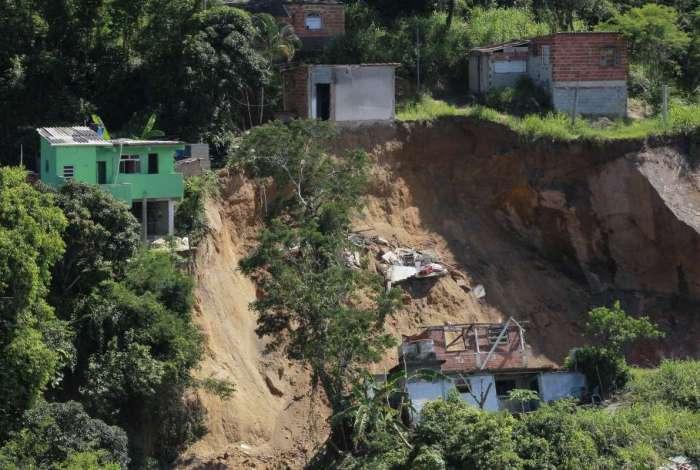 Deslizamento matou 15 pessoas no Morro da Boa Esperança