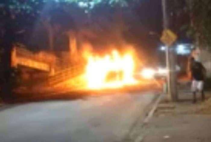 Bandidos colocaram fogo em cinco coletivos em menos de 12 horas