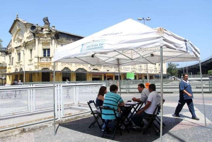 Tenda do Consumidor atende no Largo da Carioca