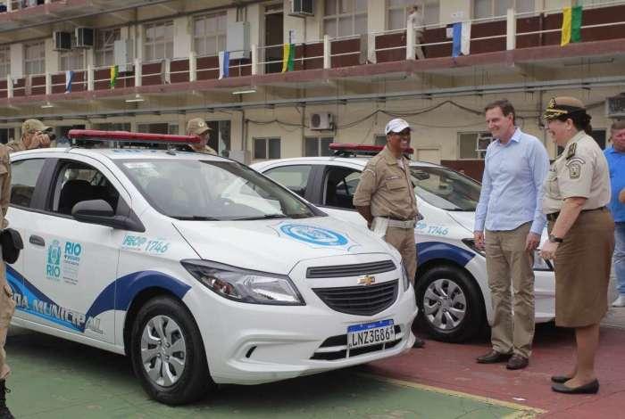 Crivella participou da entrega de veículos alugados para a GM