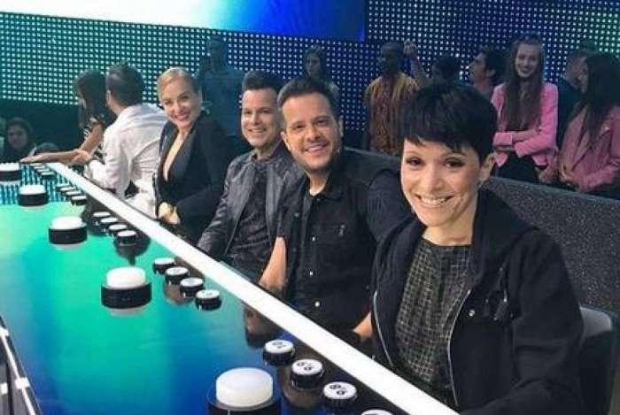 Patrícia Marx posa com os outros jurados do 'Superstar': cantora foi vaiada pela torcida de Lua Blanco