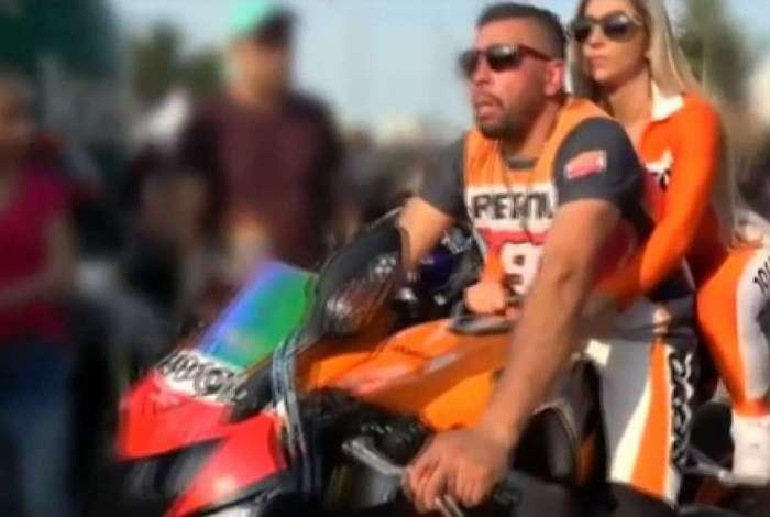 Polícia apreendeu moto em casa de Edison Brittes que pertence a traficante preso pela Polícia Federal