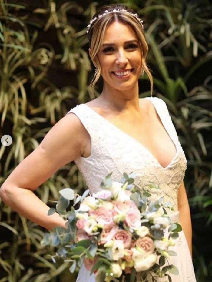 Natasha Dantas escolheu um vestido assinado pela estilista Maria Mendes para seu segundo casamento com William Bonner