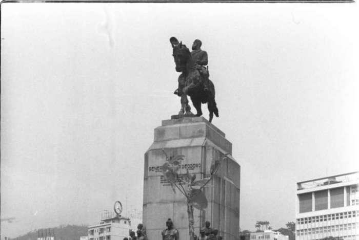 20/09/1974 - MEMÓRIA DO DIA - Praça Marechal Deodoro. Foto de Nunes/ Ag. O Dia                   CIDADE, EVENTOS, RIO ANTIGO, ARQUIVO, HISTÓRIA, ACERVO