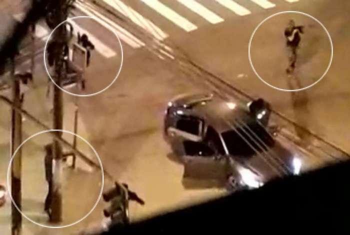 Bandidos ficaram na esquina da Mariz e Barros com Professor Gabizo