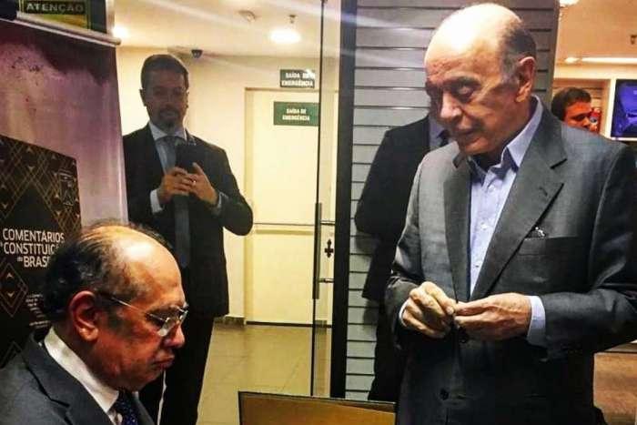 Gilmar Mendes e Serra no lançamento da segunda edição do livro 'Comentários à Constituição do Brasil'