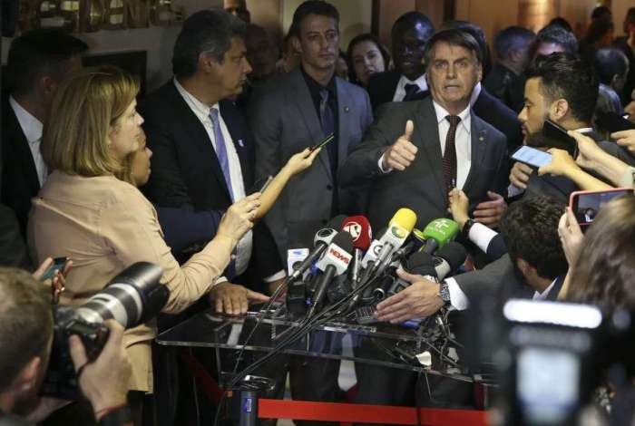 Presidente eleito Jair Bolsonaro fala à imprensa após encontro com o presidente do Superior Tribunal Militar (STM), José Coelho Ferreira, no STM, em Brasília