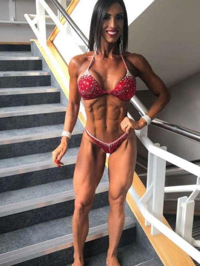 Bi-campeã de fisiculturismo Gabi Dezan