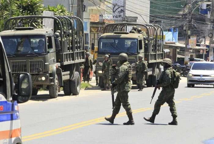 Movimentação de tropas federais pelas ruas de Belford Roxo